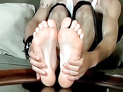 A Dong Rubbing Foot Show - Axel