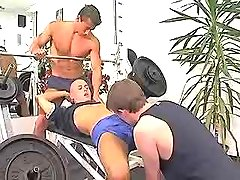 Young muscle faggots blow jocks in gym