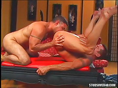 Muscle dilf licked by mature boy-friend